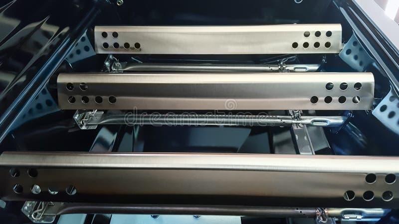 Zbliżenie Benzynowy grilla grilla flavorizer zakazuje zakrywać grillów palniki obraz stock