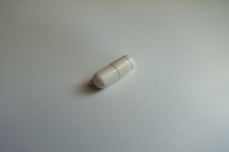 Zbliżenie biała magnezu cytrynianu kapsuła obrazy royalty free