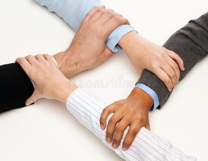 Zbliżenie biznesmen ręki jednoczyć obraz stock