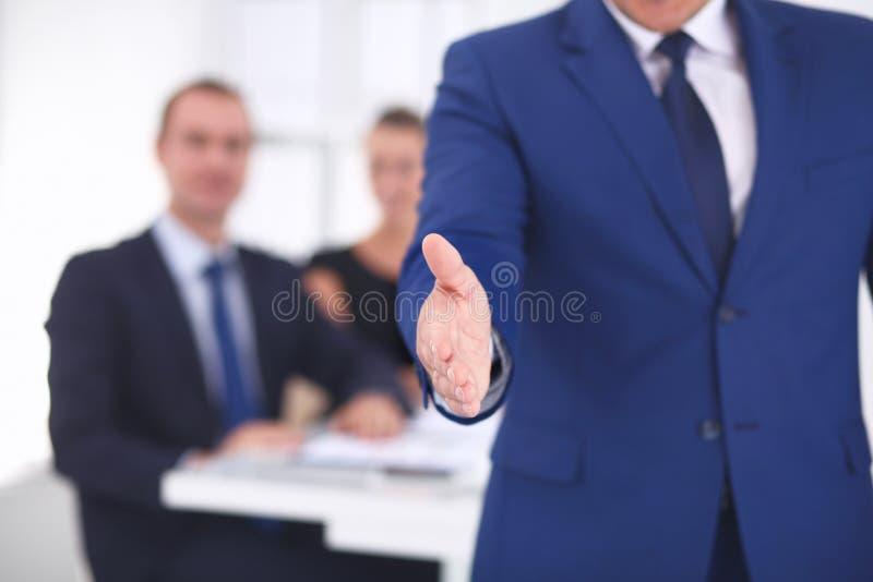 Zbliżenie biznesowy uścisk dłoni w biurze obrazy stock