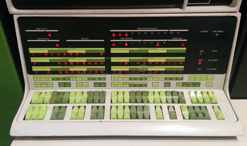Zbliżenie Cyfrowego PDP-12 rocznika komputer przy Żywym Komputerowym muzeum zdjęcie royalty free