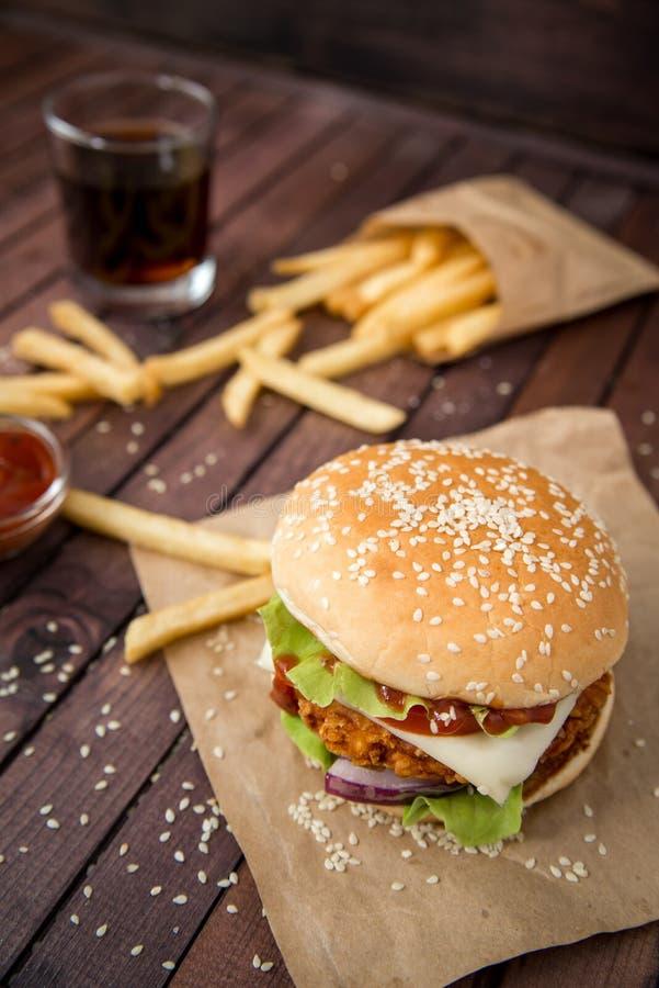 Zbliżenie domowej roboty hamburgery zdjęcia royalty free
