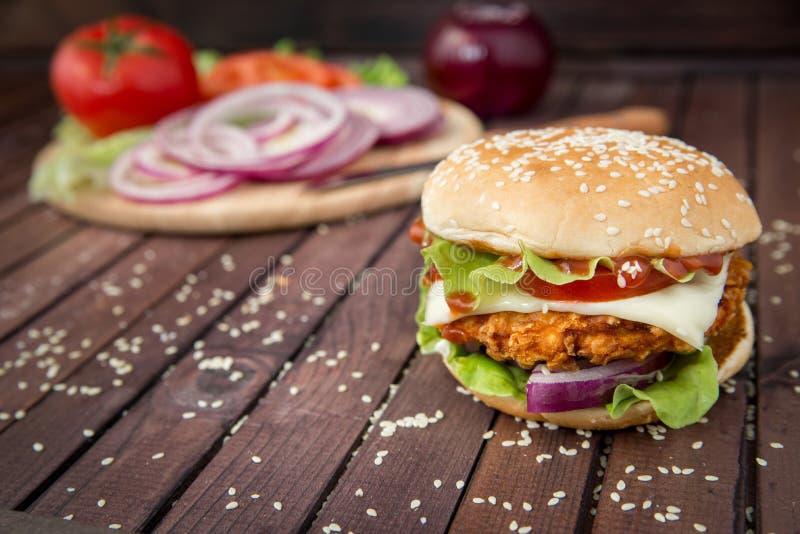 Zbliżenie domowej roboty hamburgery zdjęcia stock