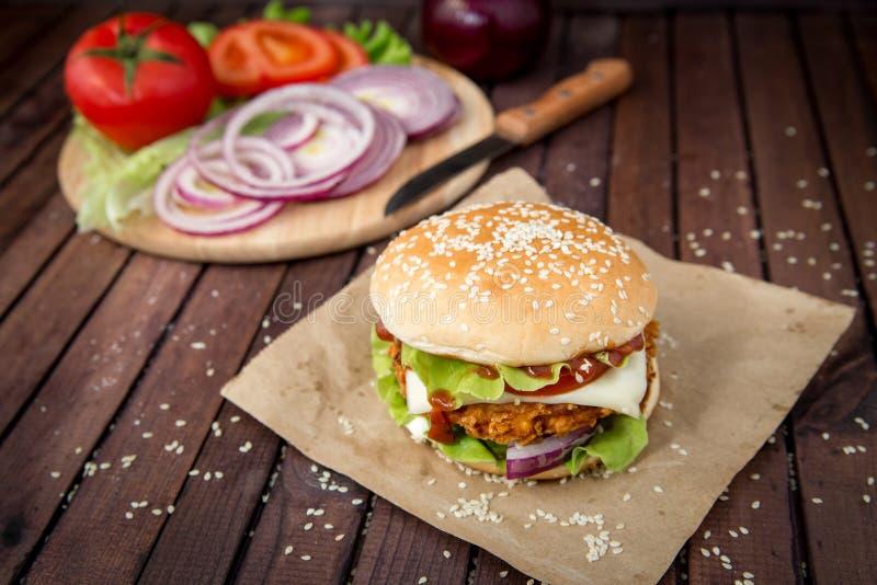 Zbliżenie domowej roboty hamburgery obrazy stock