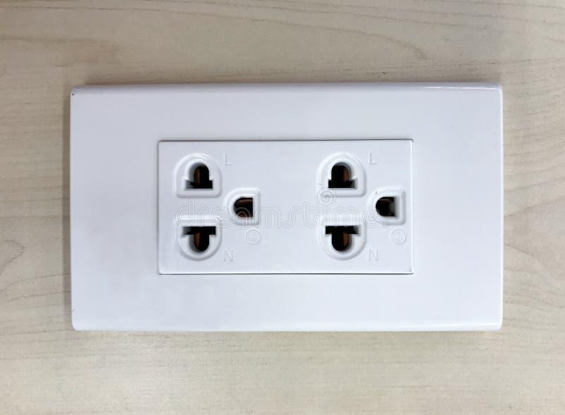 Zbliżenie elektryczna nasadka na drewnianym stole zdjęcie royalty free