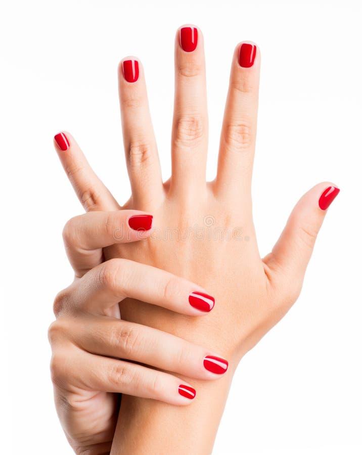 Zbliżenie fotografia kobiety ręki z czerwonymi gwoździami zdjęcia stock