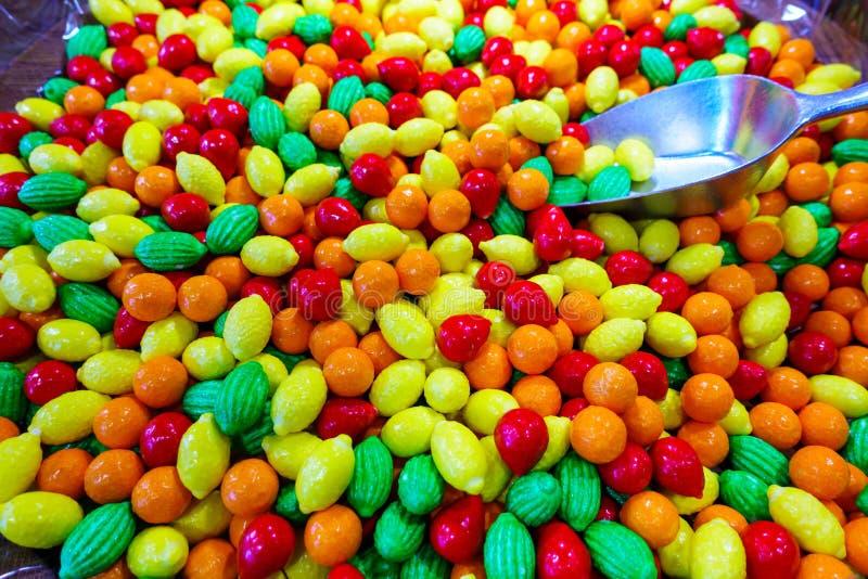 Zbliżenie fotografia kolorowi cukierki, owoc obraz royalty free
