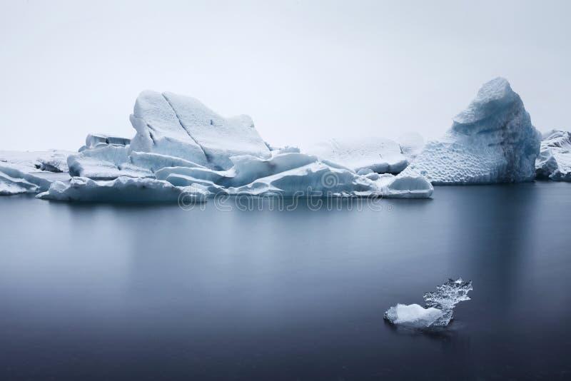 Zbliżenie góry lodowa Unosi się w Jökulsárlón zdjęcia stock