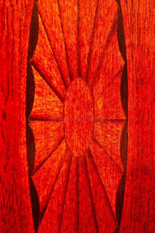 Zbliżenie intarsja w mahoniowym bufecie zdjęcie royalty free