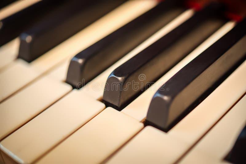 Zbliżenie klucze na uroczystym pianinie obrazy stock