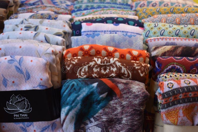 Zbliżenie kolorowi materiały na miejscowego rynku chatuchak rynku w Bangkok, Tajlandia, Azja fotografia royalty free