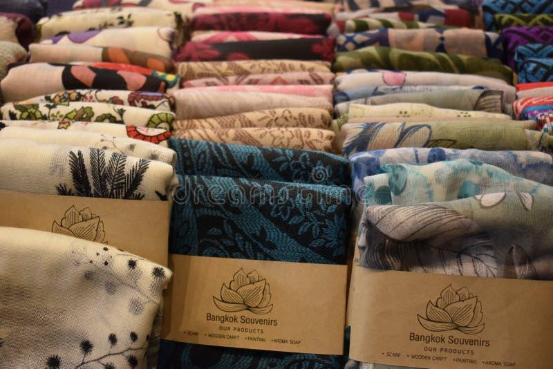 Zbliżenie kolorowi materiały na miejscowego rynku chatuchak rynku w Bangkok, Tajlandia, Azja obraz royalty free