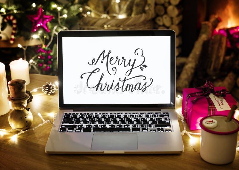Zbliżenie komputerowy laptop na święto bożęgo narodzenia obrazy royalty free