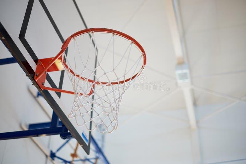Zbliżenie koszykówka obręcz fotografia stock