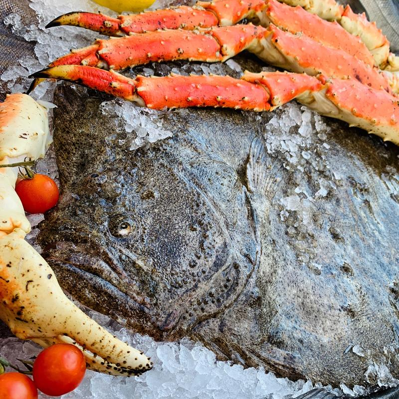 Zbliżenie kraba duże rybie pobliskie nogi na lodzie zdjęcie stock