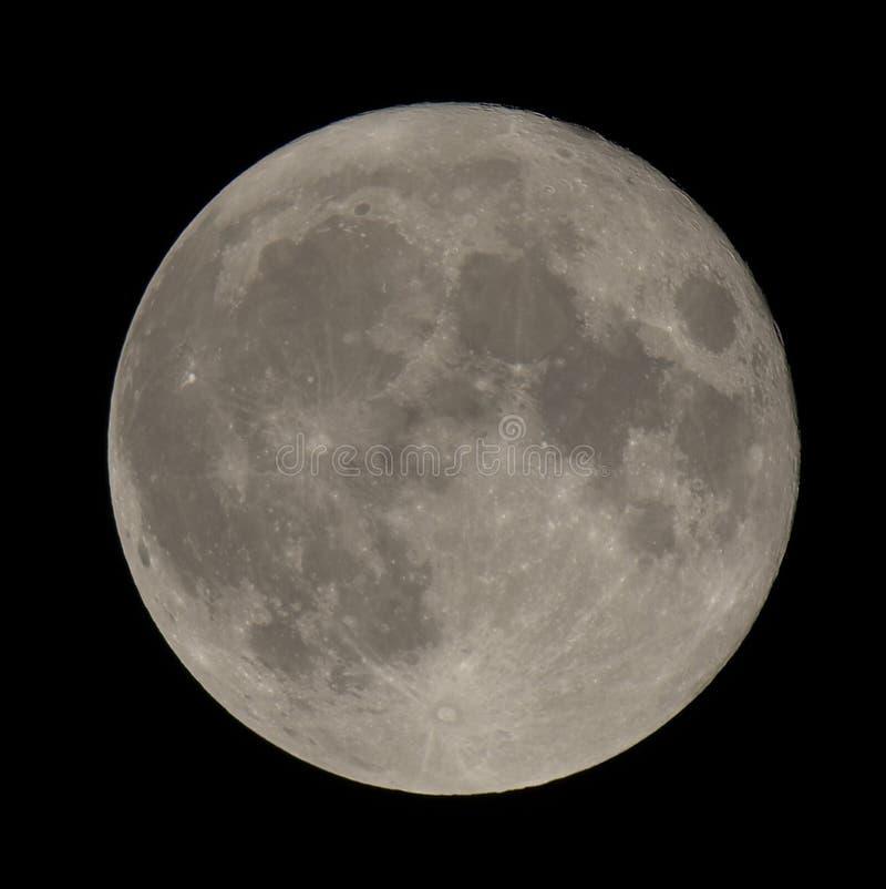 zbliżenie kraterów pełnia księżyca pokazuje fotografia stock