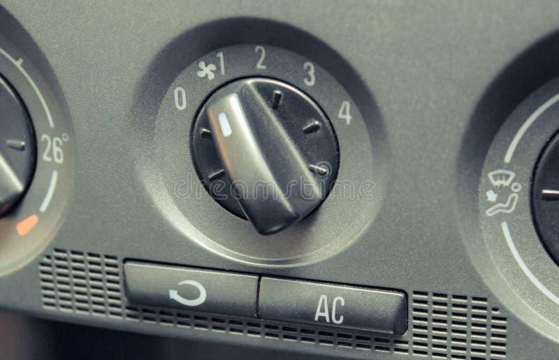 Zbliżenie lotniczy uwarunkowywać guzik w samochodzie, reguluje prędkość przybywający airflow fotografia stock