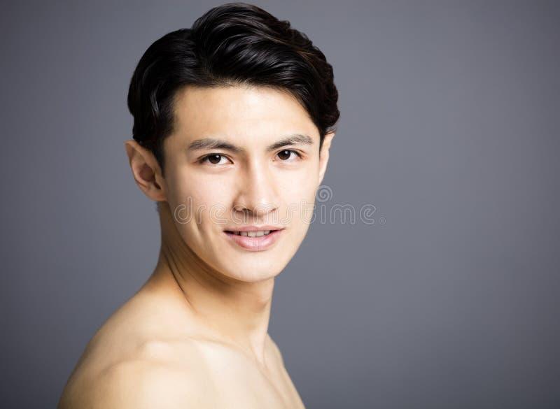 Zbliżenie młodych człowieków azjatykcia Przystojna twarz zdjęcia stock