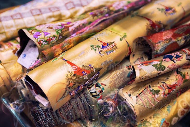 Zbliżenie materiału kimono do sprzedaży na rynku w Kioto, Japonia obrazy royalty free
