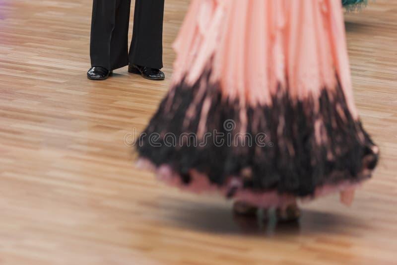 Zbliżenie nogi Fachowa sala balowa tana para fotografia royalty free