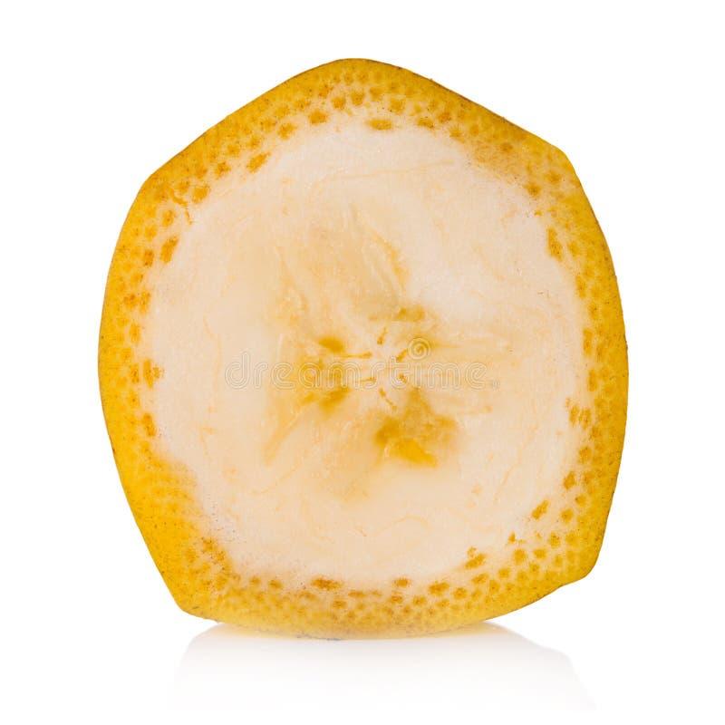 Zbliżenie odizolowywający na białym tle bananowy plasterek Z ścinek ścieżką fotografia royalty free