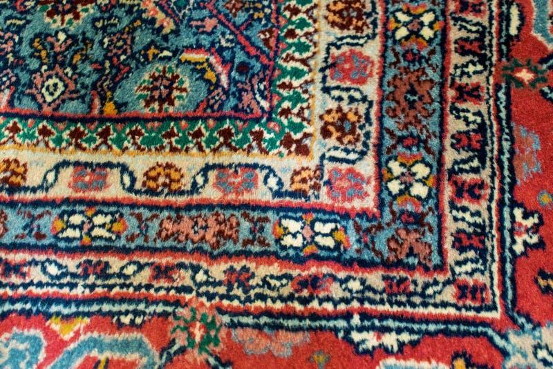 Zbliżenie orientalny dywanik z prawego kąta motywem zdjęcie royalty free