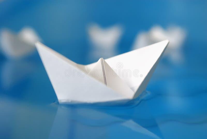Zbliżenie origami papierowa łódź fotografia stock