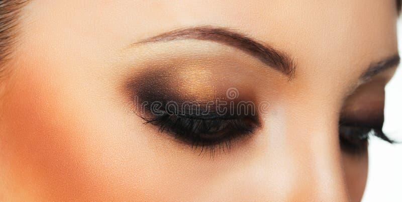 Zbliżenie piękny oko z makeup obrazy royalty free