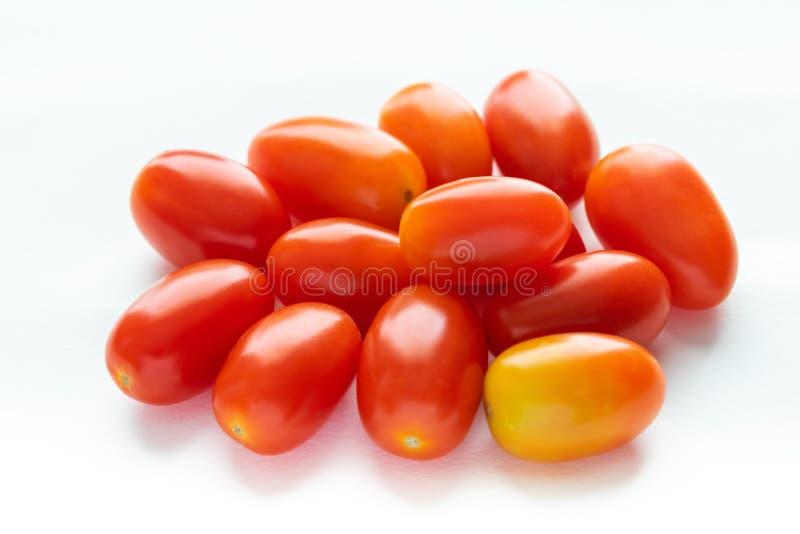 Zbliżenie pomidor na białym tle zdjęcie royalty free