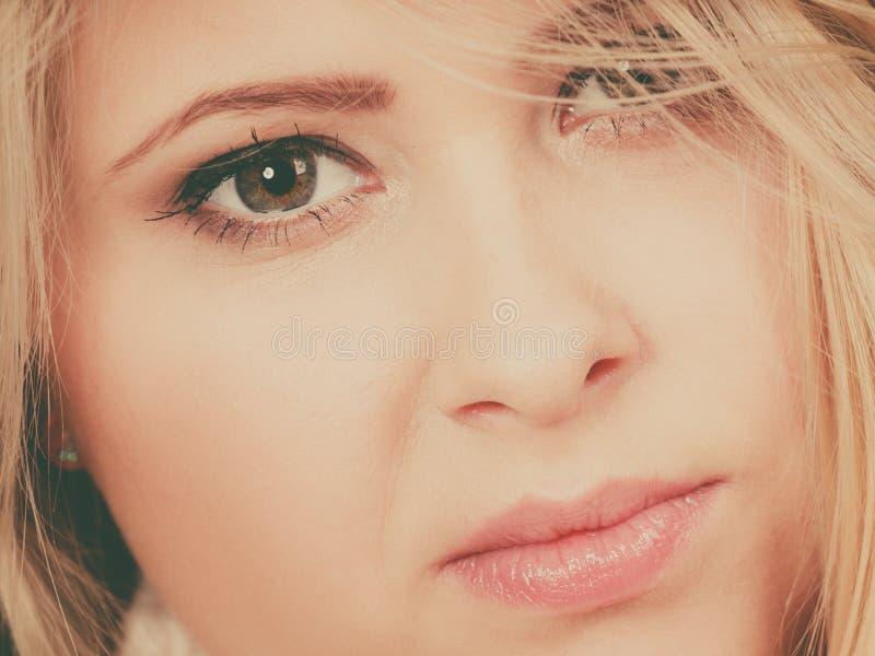 Zbliżenie portret atrakcyjna blondynki kobiety twarz obrazy royalty free