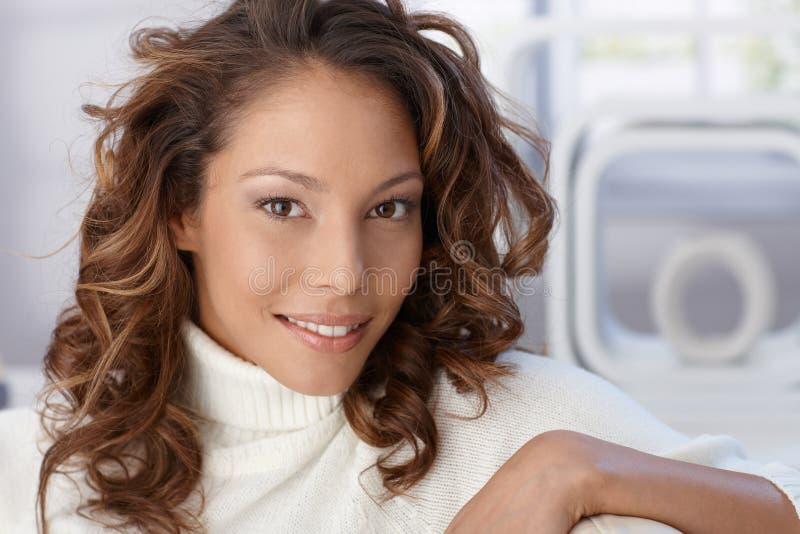 Zbliżenie portret atrakcyjna kobieta fotografia royalty free