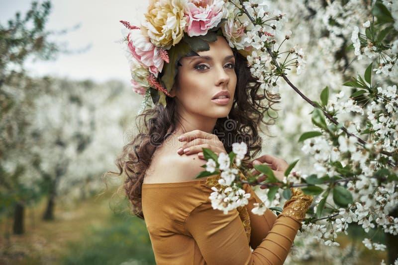 Zbliżenie portret młoda brunetki dama zdjęcie stock