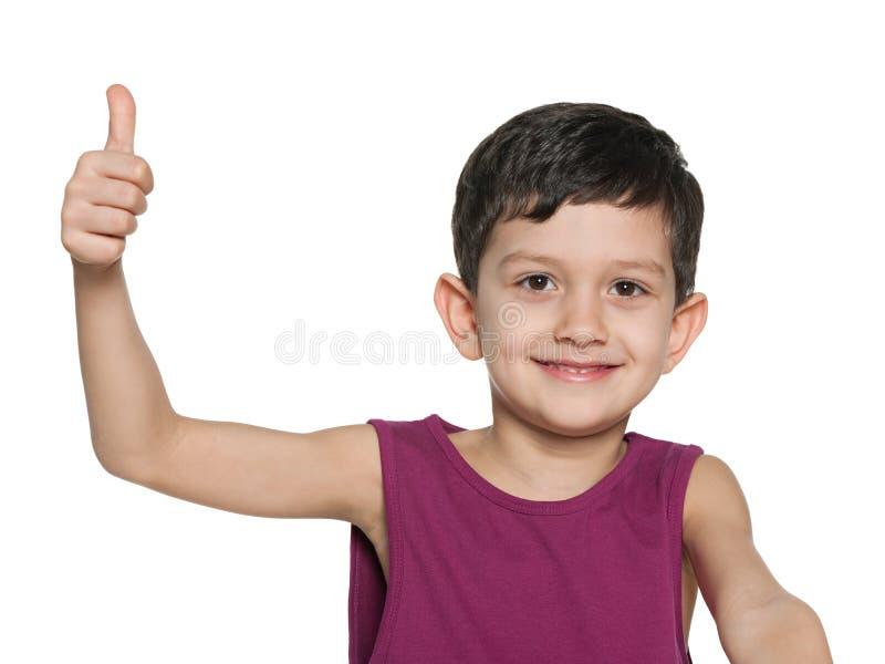 Zbliżenie portret młoda chłopiec trzyma kciuk up obraz stock