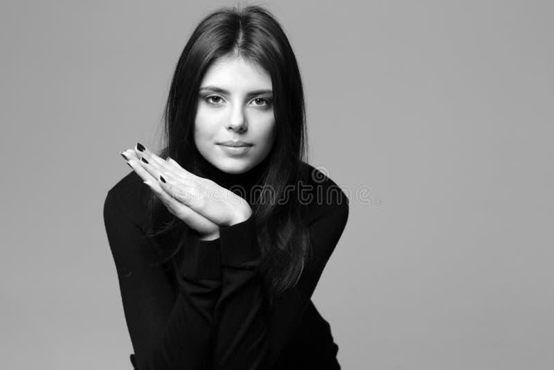 Zbliżenie portret rozważna kobieta zdjęcie stock
