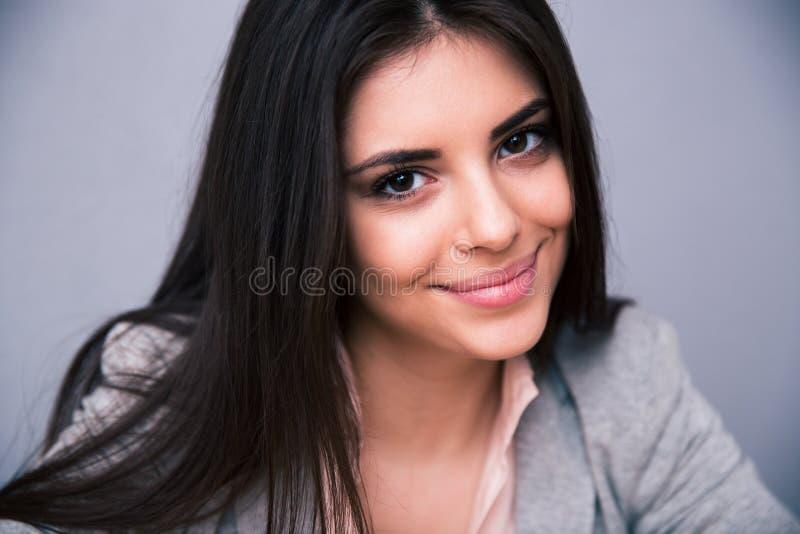 Zbliżenie portret uśmiechnięta śliczna kobieta fotografia royalty free