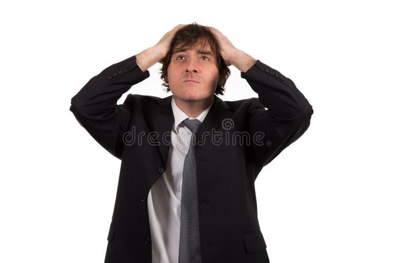 Zbliżenie portret, zaakcentowany młody biznesowy mężczyzna, ręki na głowie z złą migreną, odosobniony tło zdjęcia royalty free