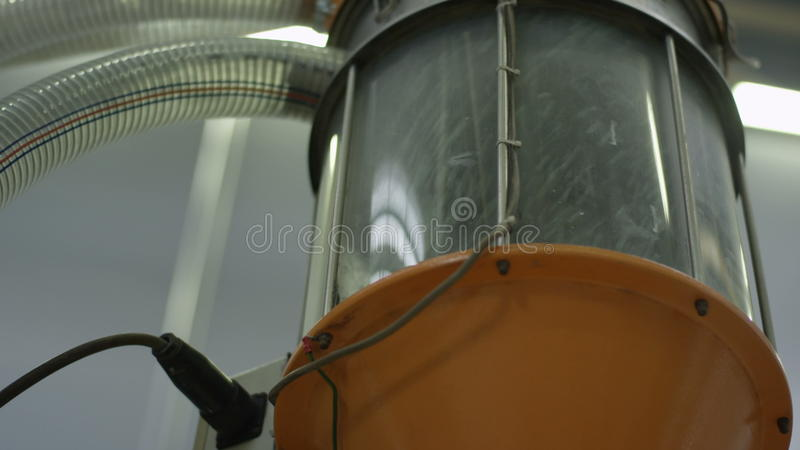 Zbliżenie produkci mikstury pojemność dla szarości msza zdjęcie wideo