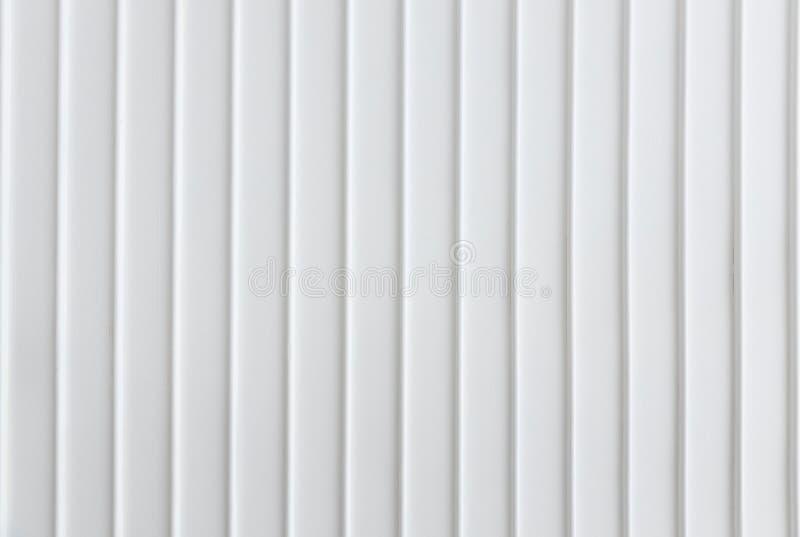 Zbliżenie prostota bielu ściana z pionowo linii wzoru panelu tła teksturą fotografia stock