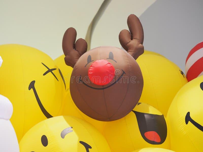 Zbliżenie rogaczy uśmiechu Smiley twarzy piłki żółty balon fotografia royalty free