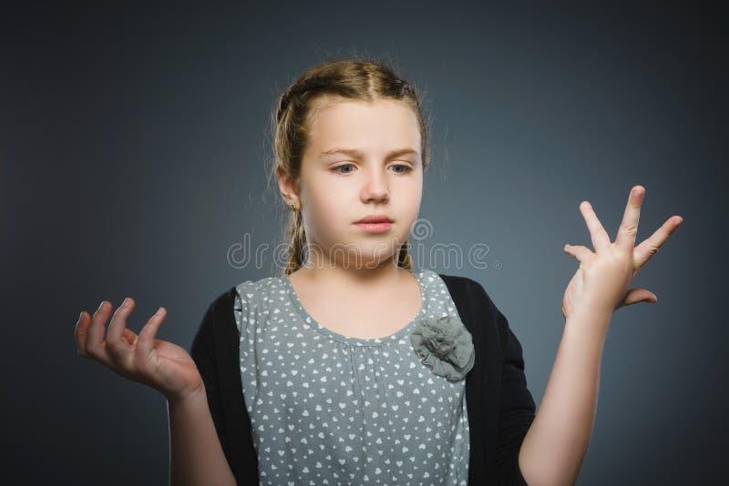 Zbliżenie smutna dziewczyna z zmartwionym zaakcentowanym twarzy wyrażeniem fotografia stock