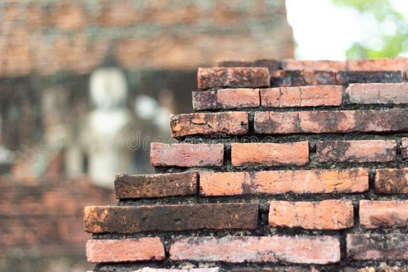 Zbliżenie stara ceglana antyczna ściana przy Ayutthaya historii parkiem i królewska świątynia ruiny - zdjęcia stock