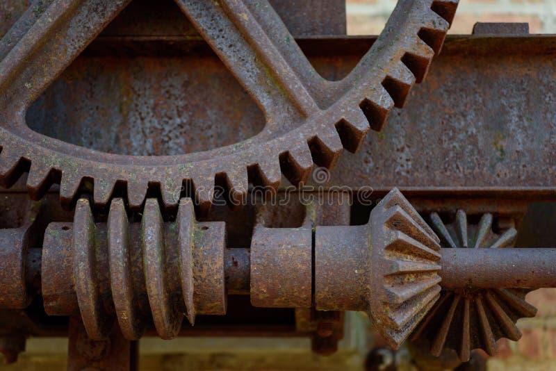 Zbliżenie stara rdzewiejąca stal przygotowywa outside przy historyczną fabryką obrazy stock
