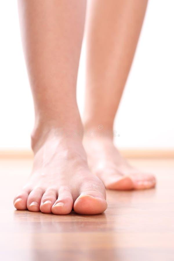zbliżenie stopa iść na piechotę kroczenie zdjęcia stock