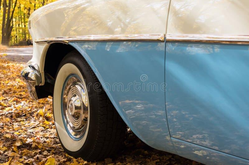 Zbliżenie szczegóły na rocznika 50 ` s samochodzie obraz royalty free