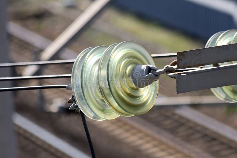 Zbliżenie talerzowi izolatory robić wzmacniający szkło fotografia stock