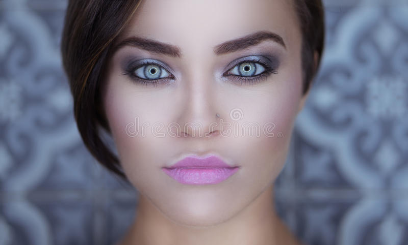 Zbliżenie twarz piękna dziewczyna obraz royalty free