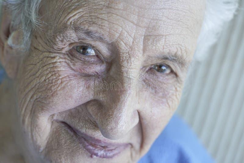 Zbliżenie twarz urocza starsza osoba obraz royalty free