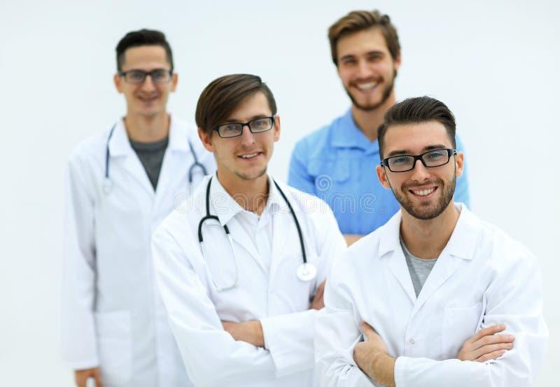 zbliżenie uśmiechnięta drużyna lekarzi praktykujący zdjęcia royalty free
