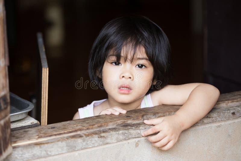 Zbliżenie uroczej twarzy mała azjatykcia dziewczyna obrazy stock
