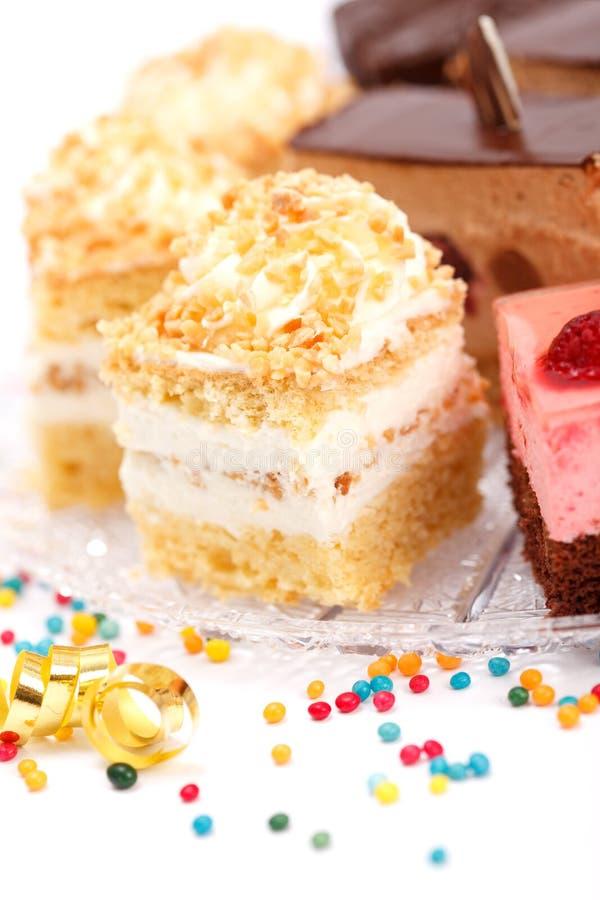 Zbliżenie widok batożący śmietanka tort na talerzu obraz stock